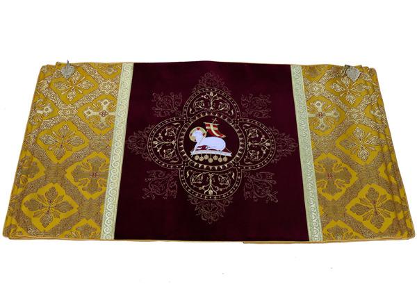 Humeral veil The Lamb of God